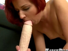 extreme girl that loves to fuck dildos