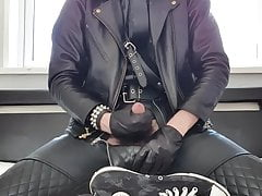Young leather twink wanking and cumming over cum crust shoes