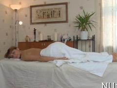 Teen chick is masturbating on the massage table so well