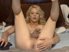 Booby shemale playing with many sextoys inserts in her ass