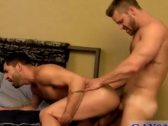 Ripped dude split apart with dick
